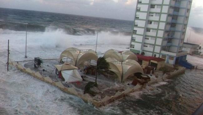 Irma desaparece el malecón de La Habana